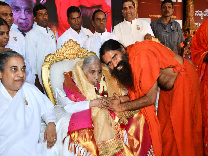 Bangalore : Conference for Saints inaugrated by Dadi Janki and Baba Ramdev